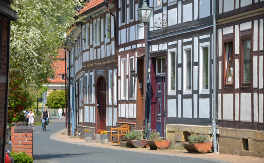 © Rochus Souan Gartenstraße mit Radfahrern Bad Salzdetfurth