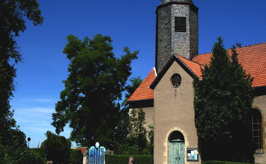 © Hans-Oiseau Kalkman Bodenburg St. Johanni mit Vorplatz